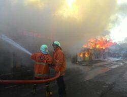 Kebakaran Hanguskan 17 Kios di Koto Baru