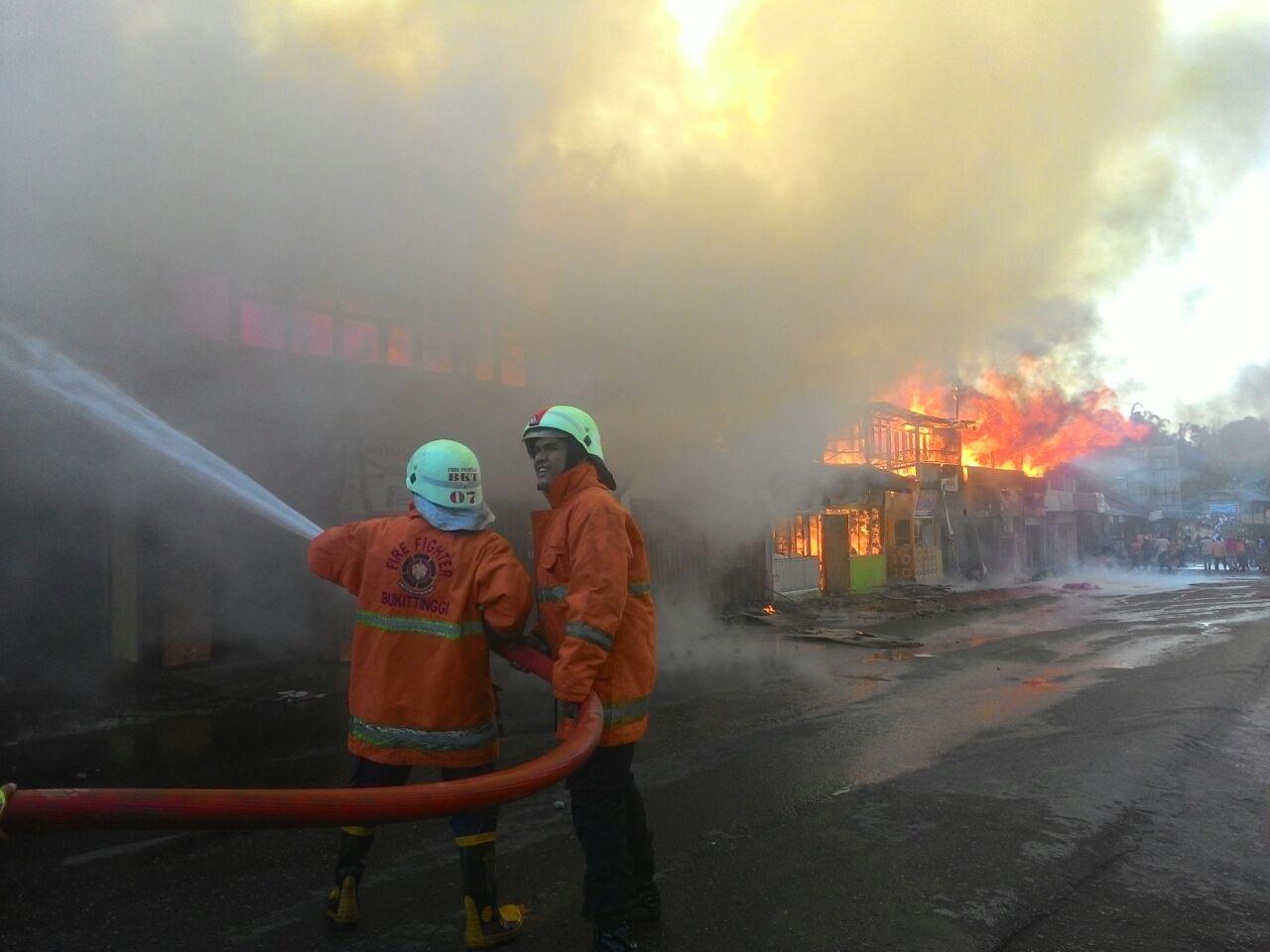 Kebakaran kios di Koto Baru, Kabupaten Tanah Datar.