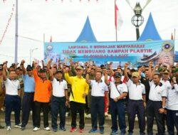 TNI AL Ajak Warga Tak Buang Sampah ke Laut
