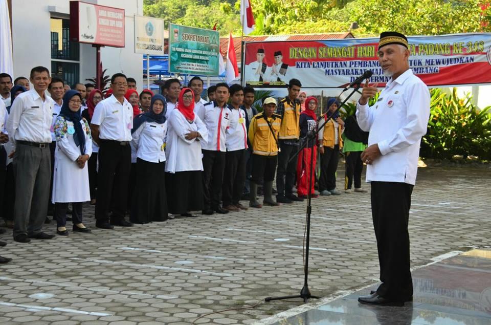 Walikota Padang Mahyeldi Ansarullah membuka perlombaan memperingati HUT RI ke-72 di Kantor Camat Lubuk Begalung