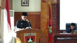 Walikota Ramlan Nurmatias saat memaparkan hantarannya dalam Paripurna DPRD Kota Bukittinggi. Foto : Istimewa