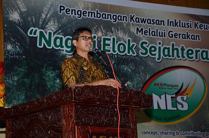 Gubernur Sumatera Barat, Irwan Payitno saat memberikan sambutan pada puncak kegiatan gerakan NES ke-2 di GOR Padang Baru, Lubuk Basung, Kabupaten Agam.