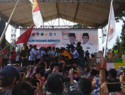 Puluhan Ribu Warga Padang Saksikan Deklarasi Emzalmi-Desri
