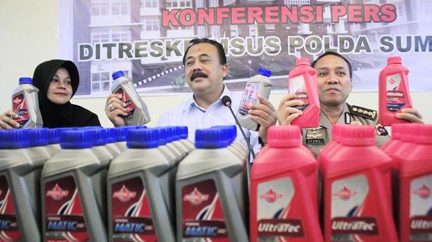 Konferensi pers Polda Sumbar terkait peredaran oli palsu di Lubuk Alung Kabupaten Padang Pariaman