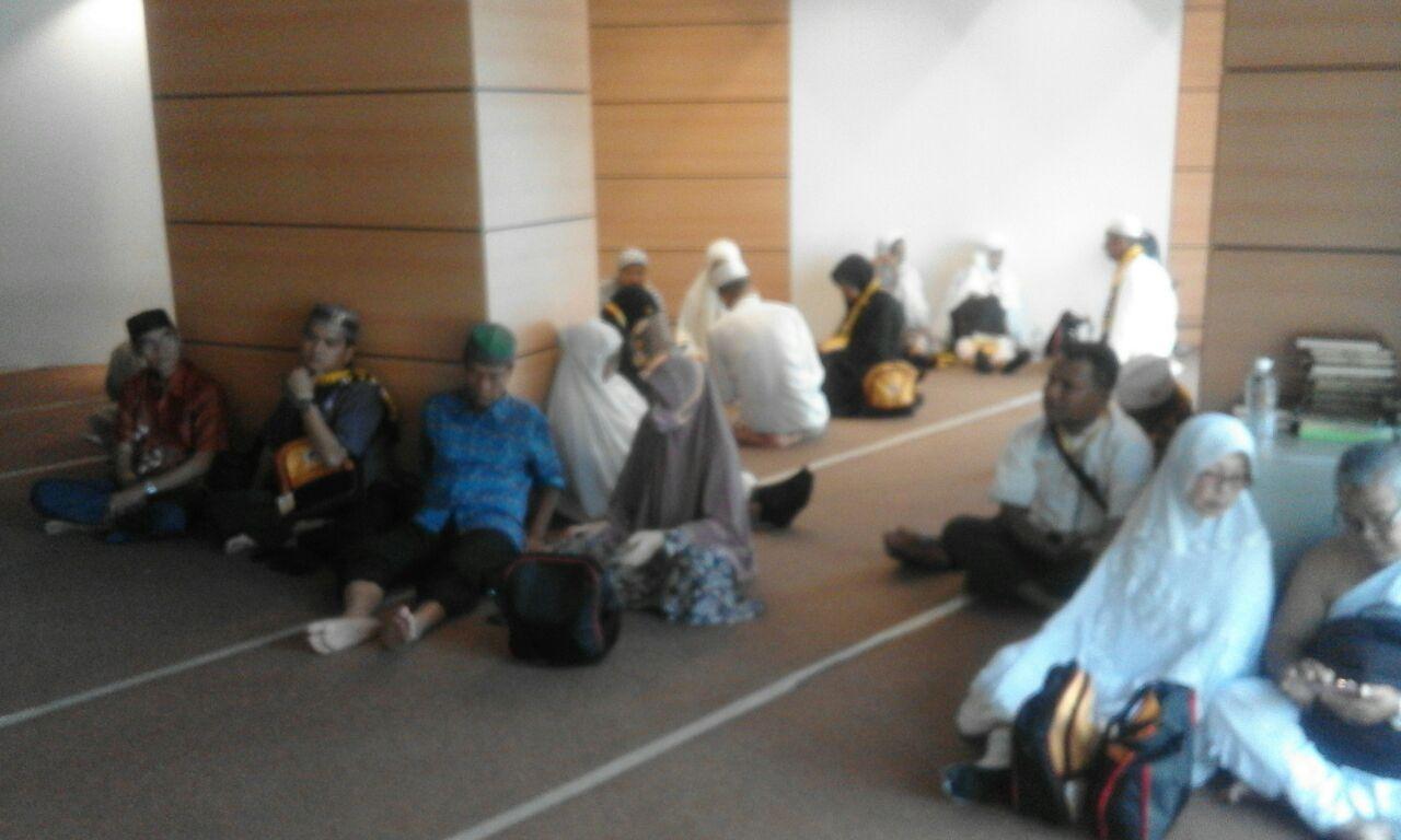 84 jamaah asal Batusangkar dan Pasaman, Sumatera Barat masih tertahan dan terlantar di Hotel Elaff Almashar Hotel, Mekkah, Arab Saudi, Kamis (29/3/2018). Foto : Vicky Masril (salah seorang jamaah dalam rombongan tersebut)