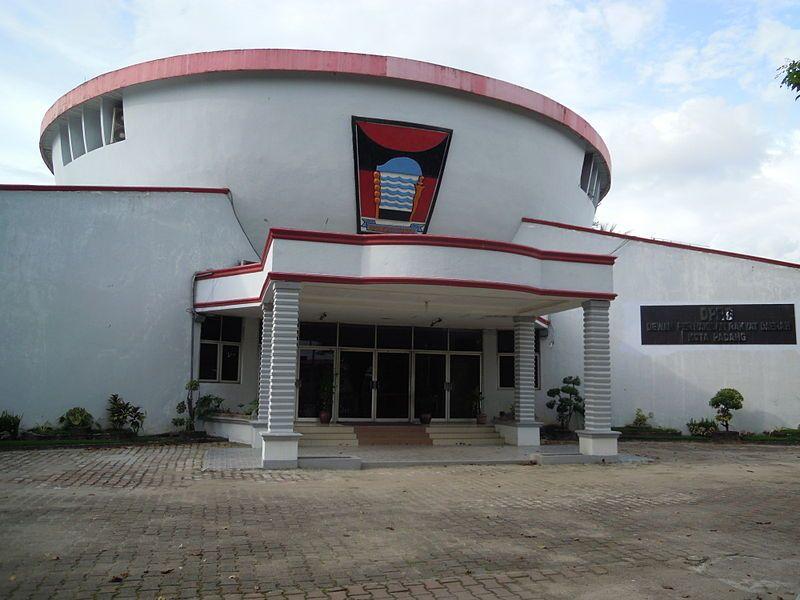 Gedung DPRD Kota Padang, Sumatera Barat, Jalan Sawahan No50, Kecamatan Padang Timur, Kota Padang. Kabarsumbar Image.