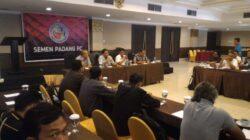 Silaturahmi manajemen Semen Padang FC dengan awak media, Jum'at (20/4/2018) di Hotel Kyriad Bumi Minang, Padang.