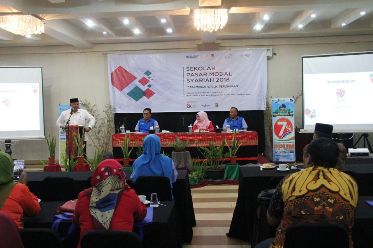 BUKA RESMI  Walikota Solok Zul Elfian saat membuka resmi agenda Sekolah Pasar Modal Syariah 2018 di Hotel Taufina, Solok, Sumbar. Minggu (22/4/2018). Agenda ini digagas Masyarakat Ekonomi Syariah (MES) Kota Solok.