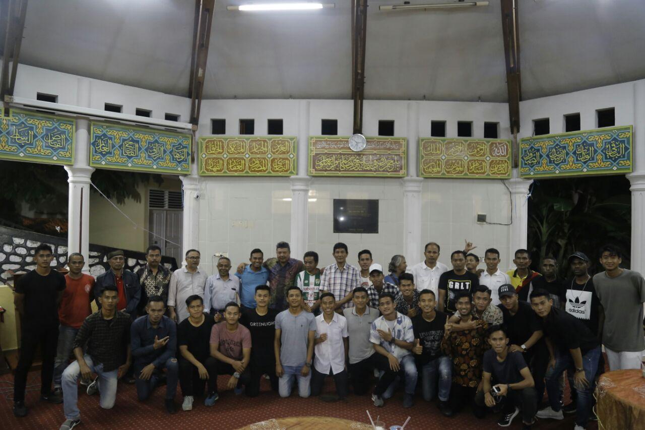 Jamuan makan malam dari Walikota Solok kepada Solok FC yang memenangkan turnamen Atlantic Cup II Riau dan Jambi. Foto : Fernandez