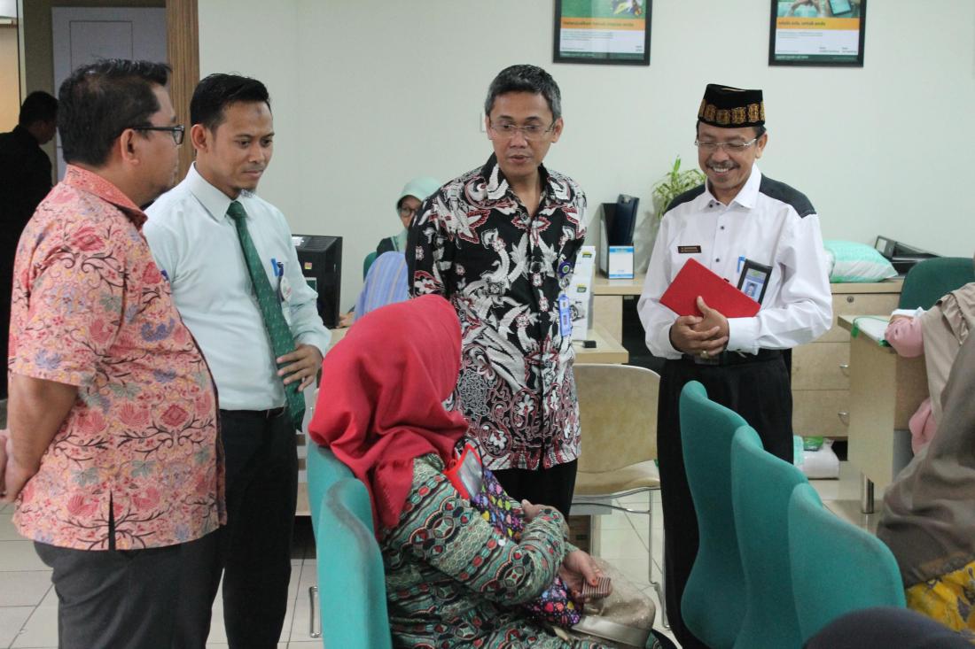 Ilustrasi. Suasana pelunasan BPIH di salah satu Bank Penerima Setoran. Foto : Ditjen PHU Kementerian Agama