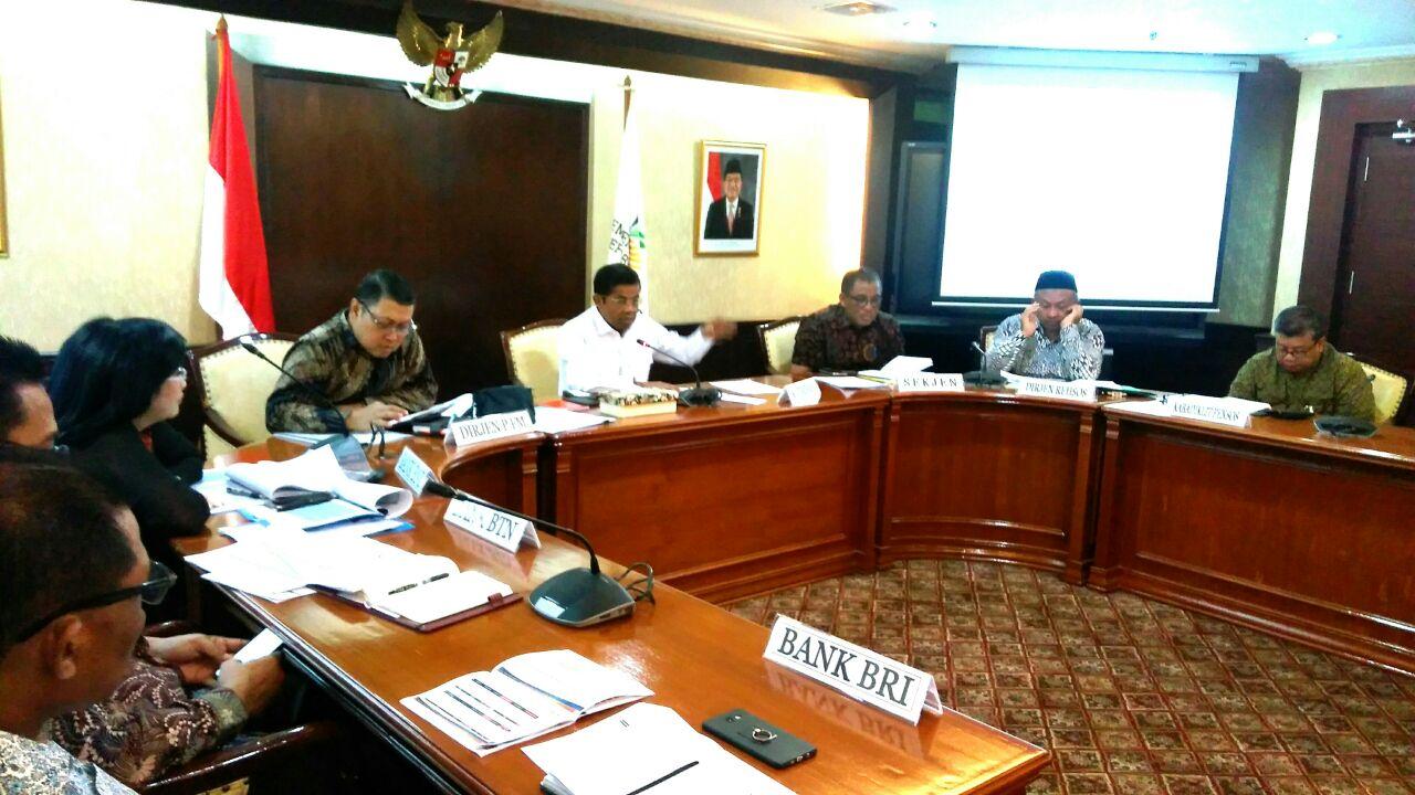 Mensos Idrus Marham pimpin rapat terkait penanganan stunting, Jumat (18/5/2018). Photo : Ria.