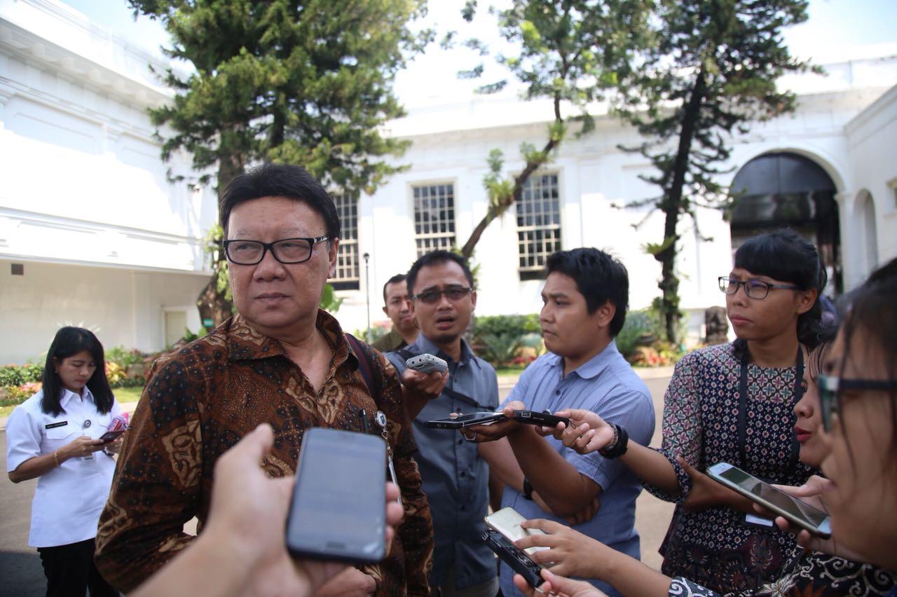 Menteri Dalam Negeri Tjahjo Kumolo saat menginformasikan jumlah Ormas di Indonesia hingga Mei 2018 di Jakarta, Minggu, 13 Mei 2018.