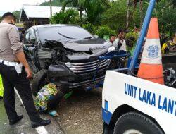 Hilang Kendali, Dua Minibus 'Lago Kambing' di Pasa Usang