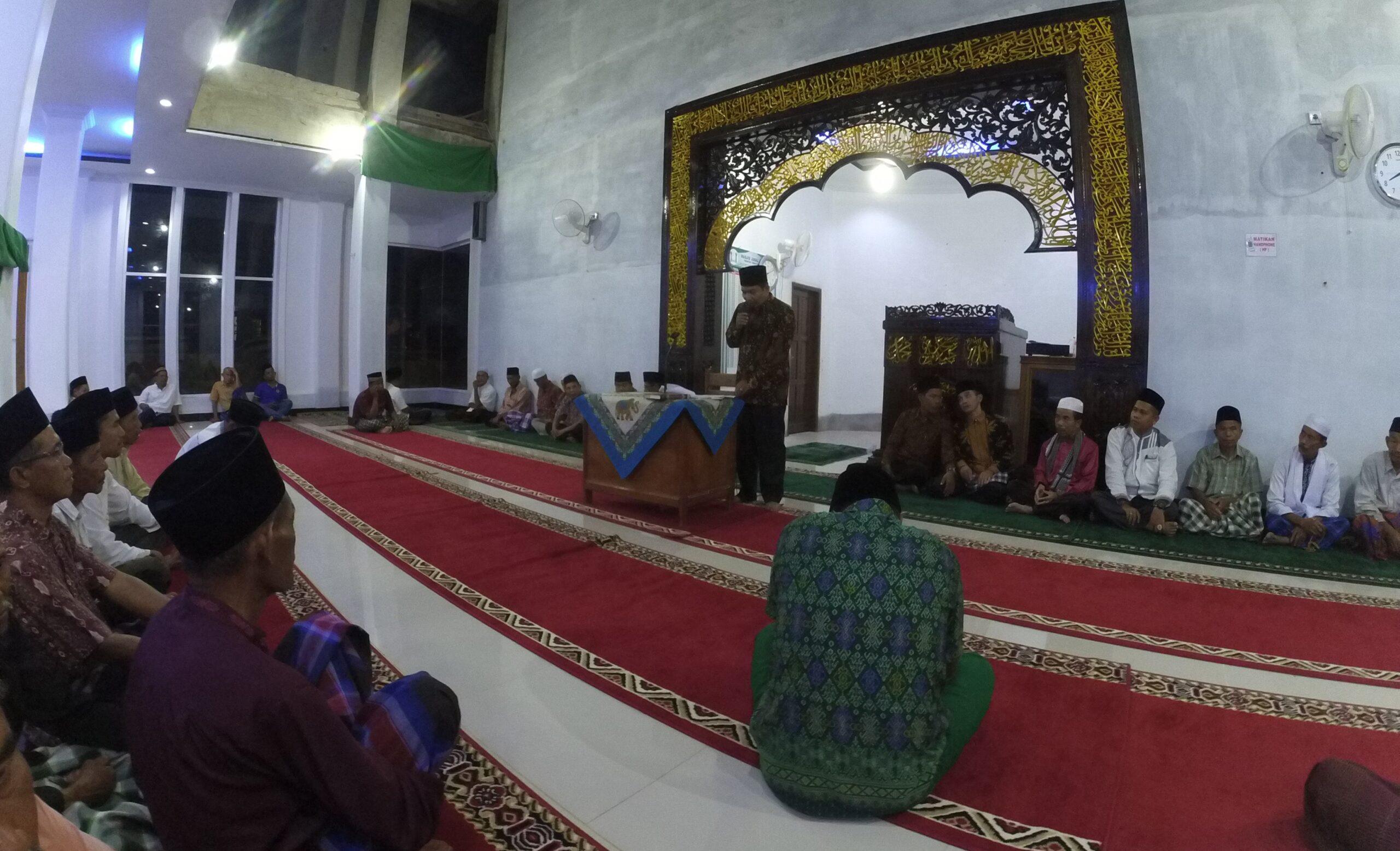Plt. Ketua Pengadilan Agama Kota Solok, Nursal disela-sela Safari Ramadan di Mesjid Jabal Nur, Tanah Garam, Kota Solok, Senin 21 Mei 2018. Foto : Fernandez
