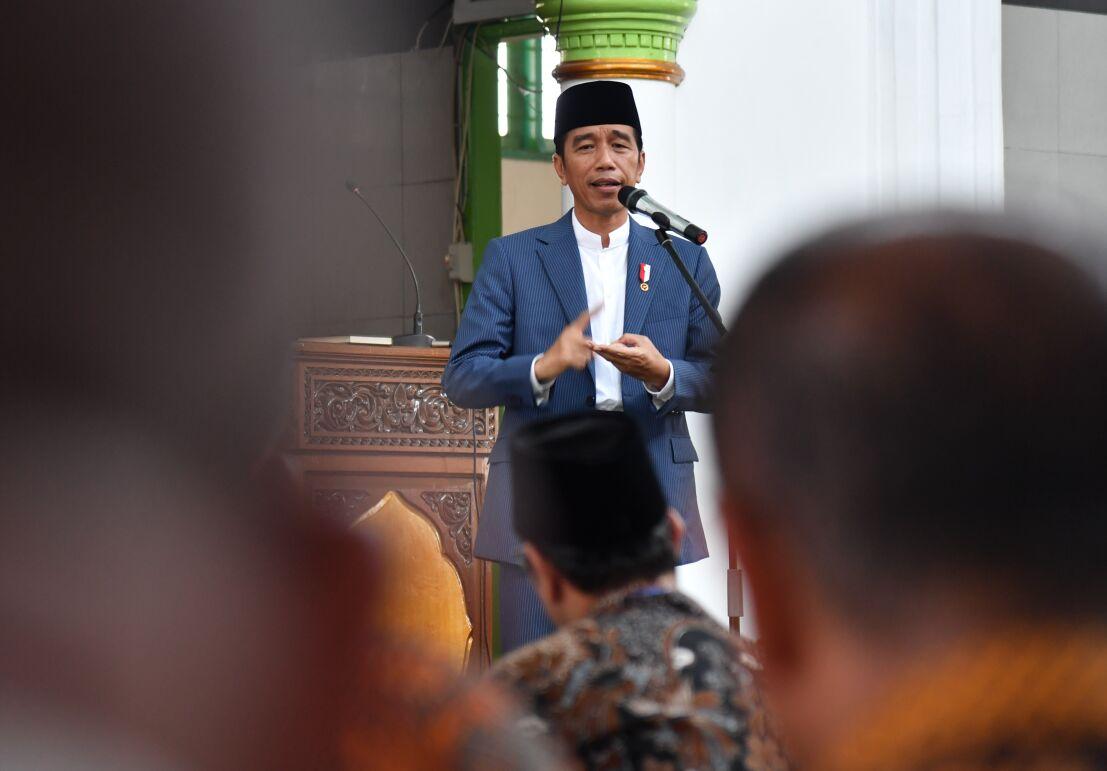 Presiden RI Joko Widodo saat memberikan sambutan di iMasjid Jamiatul Huda Ketaping Bypass, Padang, Sumatera Barat, Senin (21/5/2018). Photo : Presidenri.