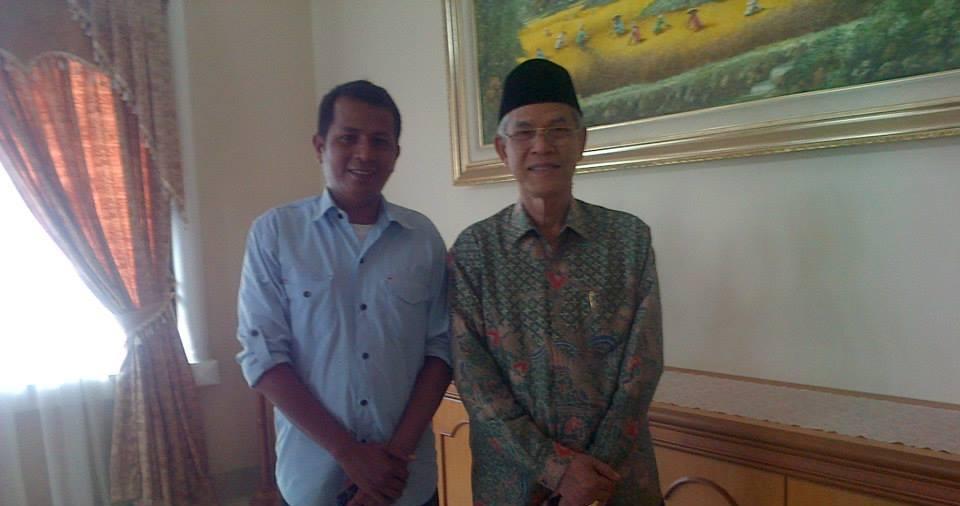 Foto Bersama usai diskusi bersama Owner Restoran Sederhana Haji Bustamam di kediamannya di Lintau, Kabupaten Tanah Datar. Foto : Hijrah Adi Sukrial