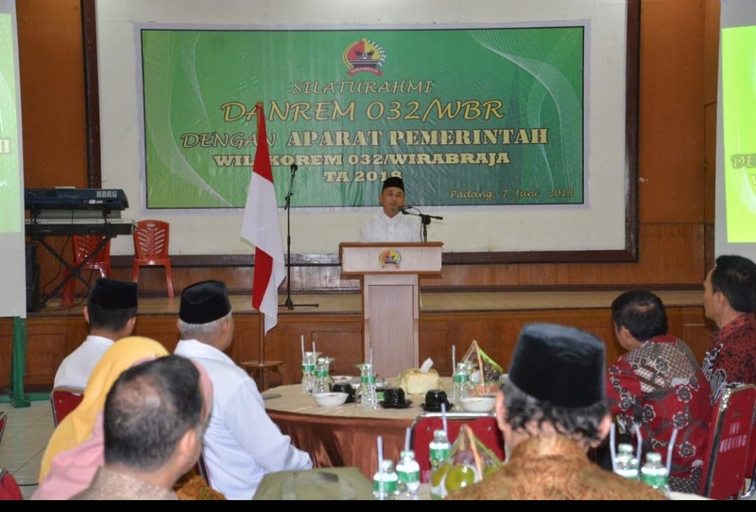 Danrem 032 WBR Brigjen TNI Mirza Agus memberikan sambutan. Foto Penrem 032 WBR