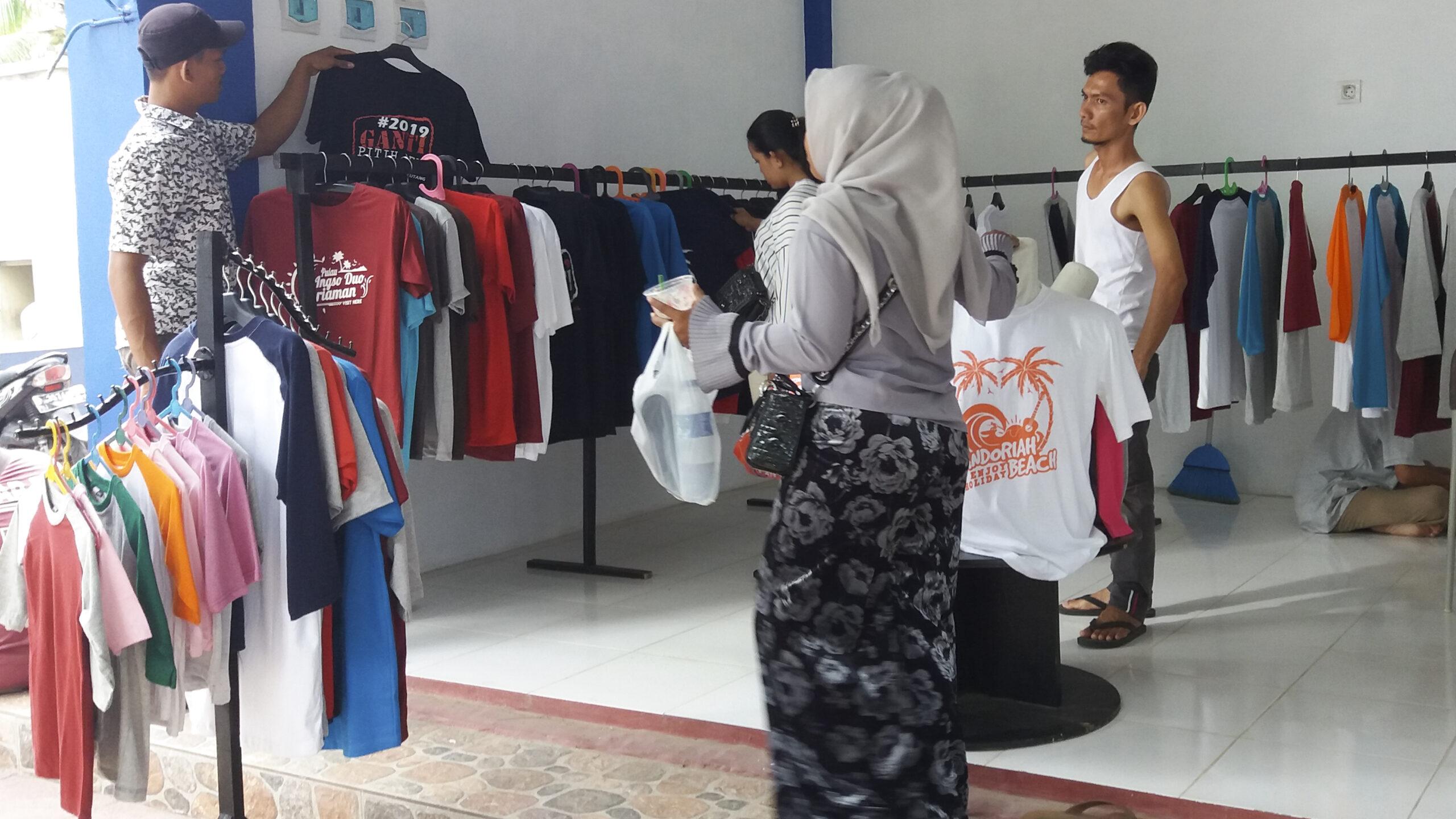 Kios Kaos di Syamratulangi, Kampung Baru Pariaman Tengah, Kota Pariaman, Selasa (19/6/2018).