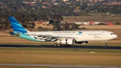 Pesawat Garuda Indonesia jenis Airbus A330-300. Foto : Wikimedia