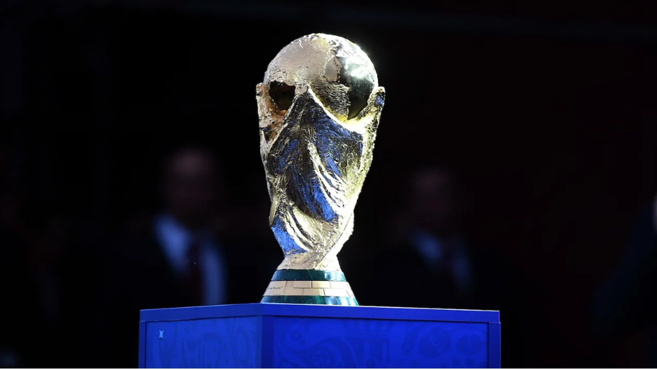 Piala yang akan diperebutkan saat Piala Dunia 2018 di Rusia. Photo : World Cup Trophy.