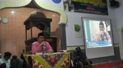 Pj Walikota Padang Alwis saat Safari Ramadan di Masjid Nurul Hidayah Ampalu, Kelurahan Pagambiran Ampau Nan XX, Kecamatan Lubuk Begalung, Kota Padang, Sabtu (2/6/2018). Foto : Istimewa