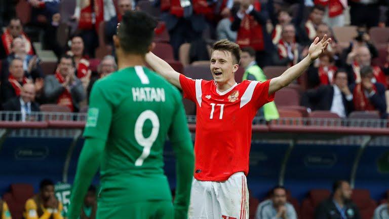 Senyum kebahagiaan pemain Timnas Rusia saat laga perdana melawan Arab Saudi pada Piala Dunia 2018, Kamis (14/6/2018). Photo : Reuters.