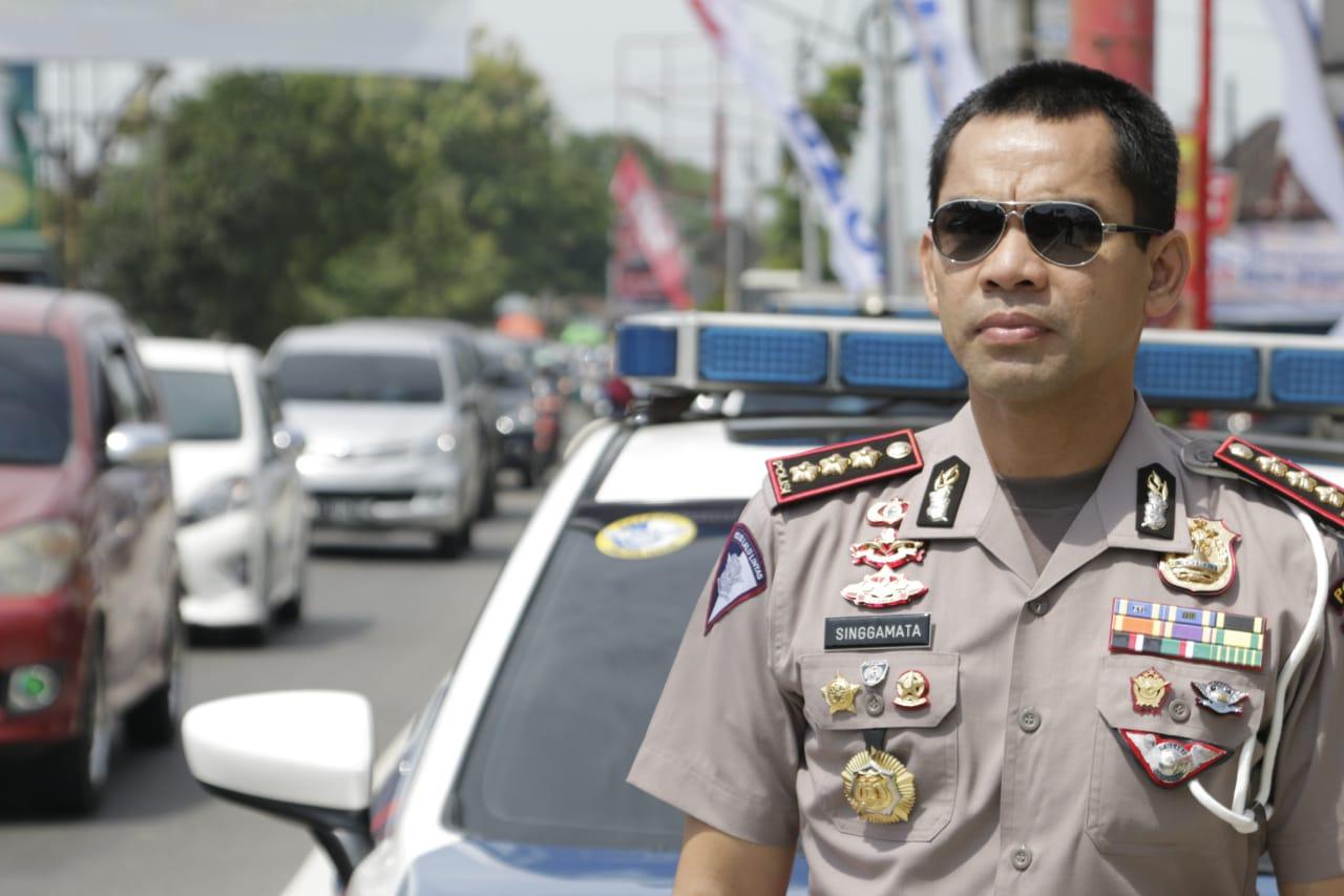 Dirlantas Polda Sumbar Kombes Pol Singgamata juga turun ke lapangan memantau arus lalu lintas yang dilalui pemudik di Sumatera Barat (Sumbar), Selasa (12/6/2018) Photo : (Ditlantas Polda Sumbar/Kabarsumbar)