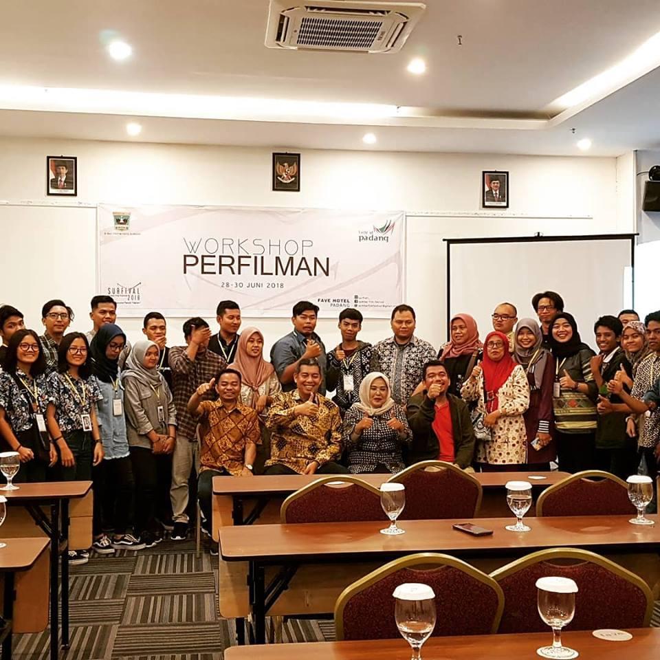 Foto bersama saat mengikuti Workshop Surfival 2018 di Hotel Fave, Jalan Belakang Olo, No 46, Kota Padang, Sumbar. Workshop Perfilman 2018