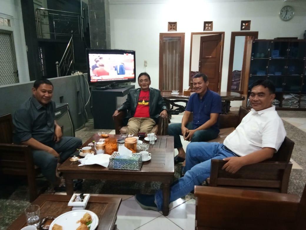 Wali Kota Bukittinggi Zuhrizul Chaniago diskusi bersama anggota Tim Percepatan Pengembangan Pariwisata Sumbar, Muhammad Zuhrizul. Foto : Istimewa