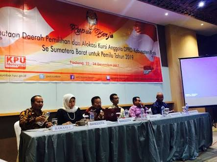 KPU Kota Sawahlunto mengikuti Rapat Kerja Penataan Dapil dan Alokasi Kursi Anggota DPRD Kab/Kota Se-Sumbar untuk Pemilu Tahun 2019