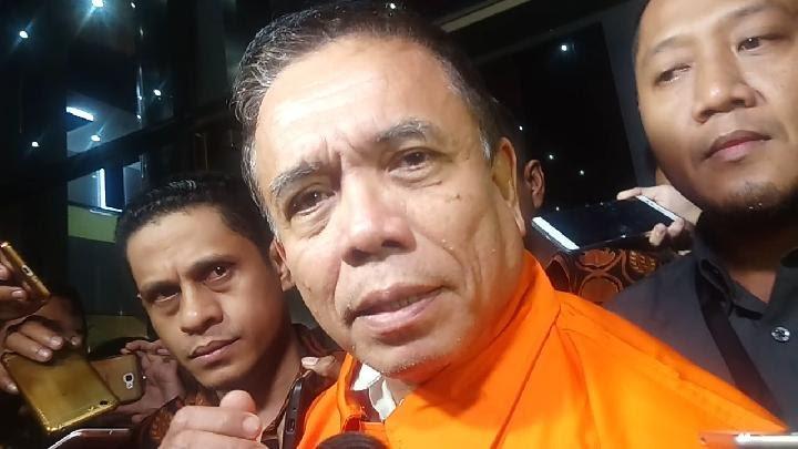 Gubernur Aceh Irwandi Yusuf resmi ditahan KPK pada Kamis 5 Juli 2018. Irwandi kepada wartawan membantah tudingan KPK. Taufiq Siddiq