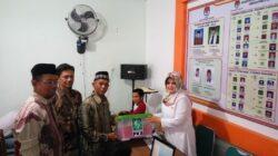 Partai PKB Padang Panjang resmi mendaftar ke KPU Kota Padang Panjang yang langsung diantarkan oleh Ketua DPC Devy Tri Putra dan didampingi Sekretaris Hafizal Halim, Selasa 17 JUli 2018. Foto : Rizki Pratama