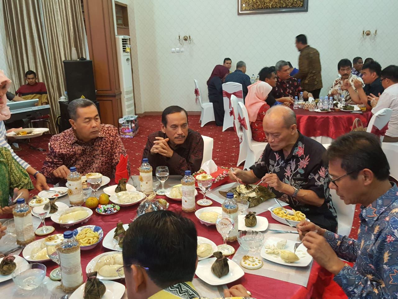 Gubernur Sumbar Irwan Prayitno bersama tokoh nasional Syafi'i Ma'arif.