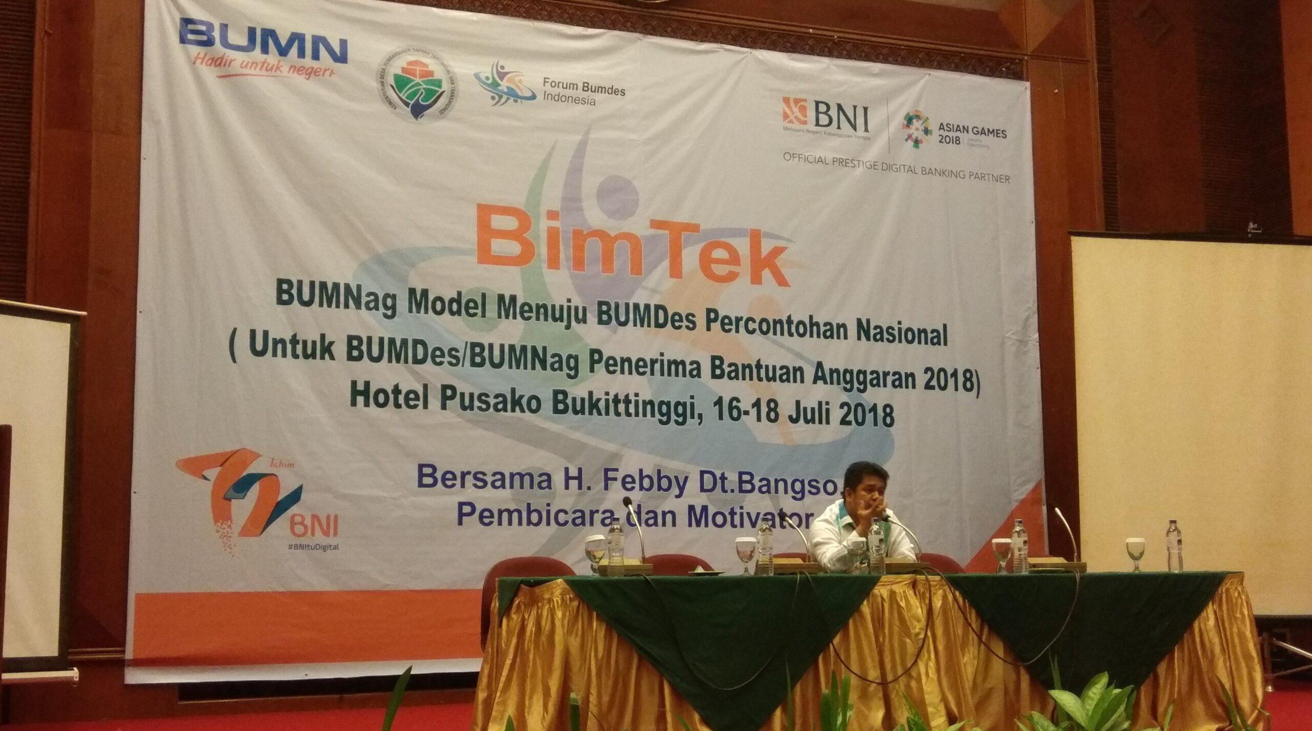 Ketua Forum Bumdes Indonesia, Febby Dt Bangso memberikan motivasi kepada pengurus Bumnag se-Sumbar. Foto : Hijrah Adi Sukrial