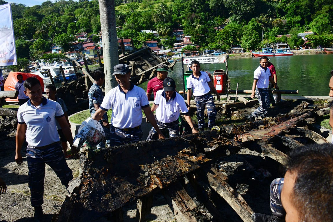Lestarikan budaya bangsa, lantamal II bersama masyarakat gotong royong bersihkan Muaro Padang, Sumatera Barat/Penlantamal II.