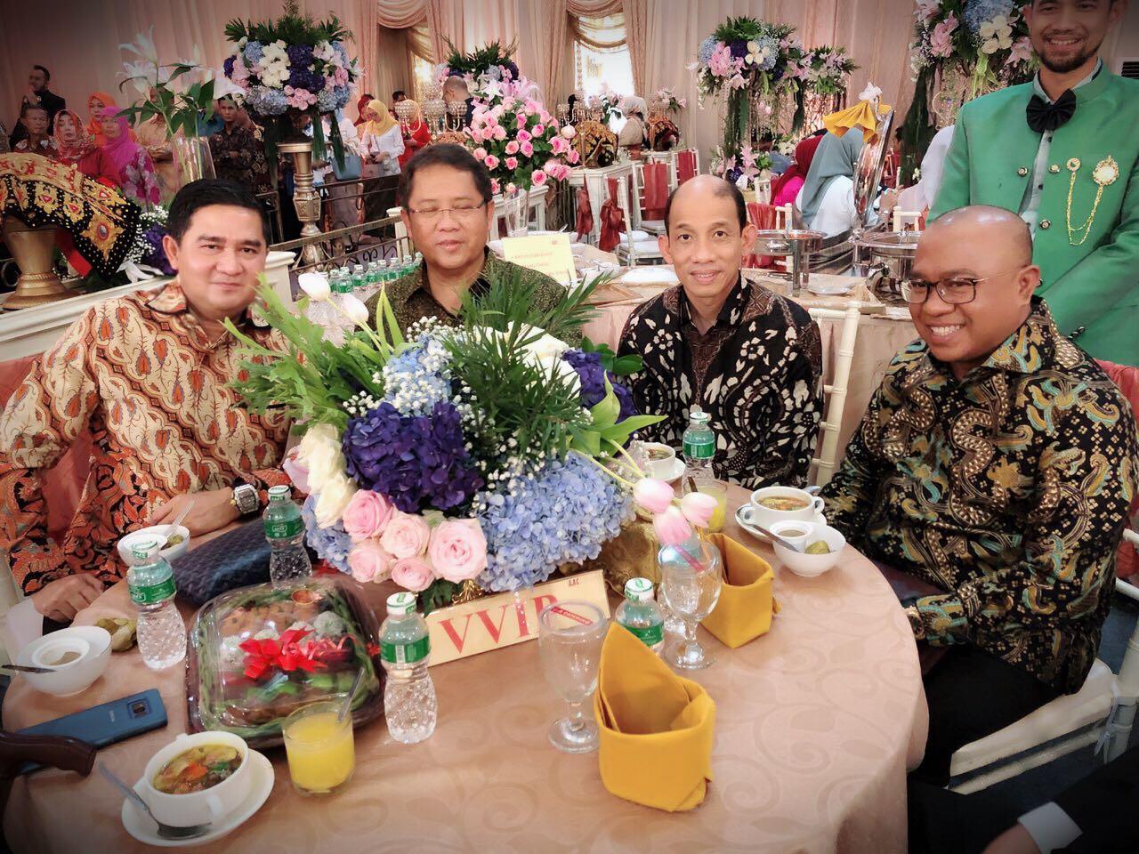 Tokoh Nasional : (Ki-Ka) Ricky Donals Nazir, Rudiantara, Archandra Tahar dan Jefri Nedi, saat menghadiri pesta pernikahan anak Gubernur Sumbar. Foto : Istimewa