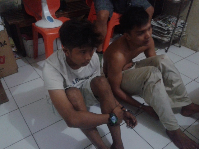 Dua pelaku jambret yang tertangkap massa. Foto : Istimewa