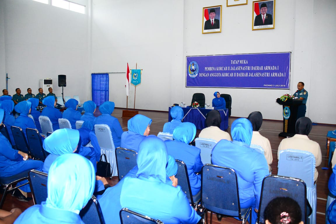 acara tatap muka sekaligus halalbihalal bersama anggota Korcab II Daerah Jalasenastri Armada I, di Gedung Nanggala Mako Lantamal II, Bukit Peti-Peti, Teluk Bayur, Kota Padang, Sumatera Barat (Sumbar), Selasa, (3/7/2018).