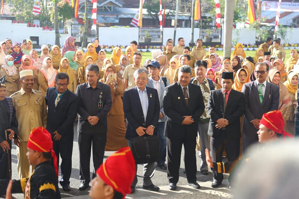 Walikota Toyohashi Jepang Koichi Sahara disambut Walikota Solok Zul Elfian di halaman Balaikota Solok, Senin (6/8/2018). Foto : Fernandez