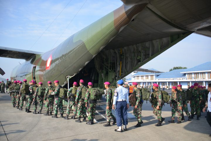 Ratusan personel Korps Marinir diberangkatkan melalui Bandara Halim Perdanakusuma Jakarta, Senin pagi (6/8/2018).