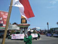 Pelantikan Anggota DPRD Sumbar Diwarnai Demonstrasi