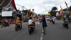 Minangkabau Muslim Care melakukan aksi penggalangan dana untuk membantu korban Gempa Lombok di Jalan Jenderal Sudirman, Kota Solok. Foto : Fernandez