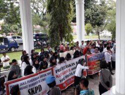 Lakukan Demo Ke DPRD Tanah Datar, 217 Tenaga Honor Tagih Janji Pemerintah