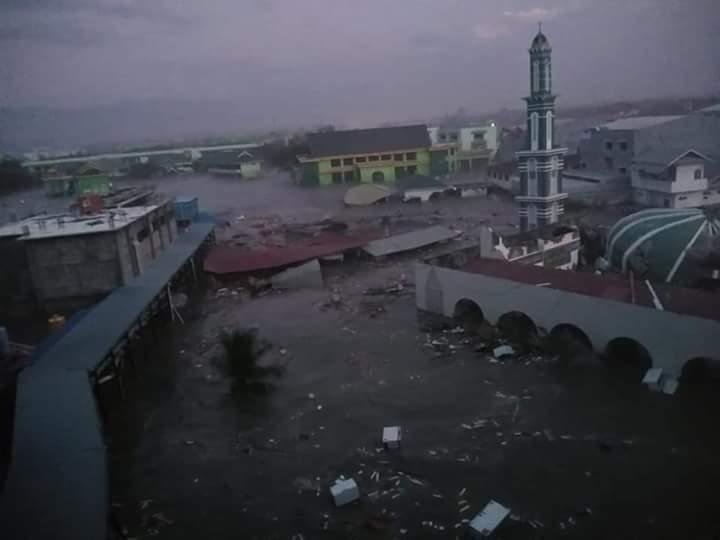 Tampak kondisi bangunan dibalik Palu Grand Mall saat diterjang Tsunami di Palu, Sulawesi Tengah, Jumat (28/9/2018). Photo.Ist