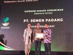Semen Padang Raih Penghargaan Padmamitra Award's 2018 di Bidang Kemiskinan