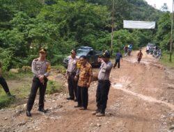 Jalan Ditutupi Longsor, Silokek dan Durian Gadang Sempat Terisolasi