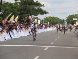 Pebalap Cina Unggul di Etape Terpanjang Tour de Singkarak