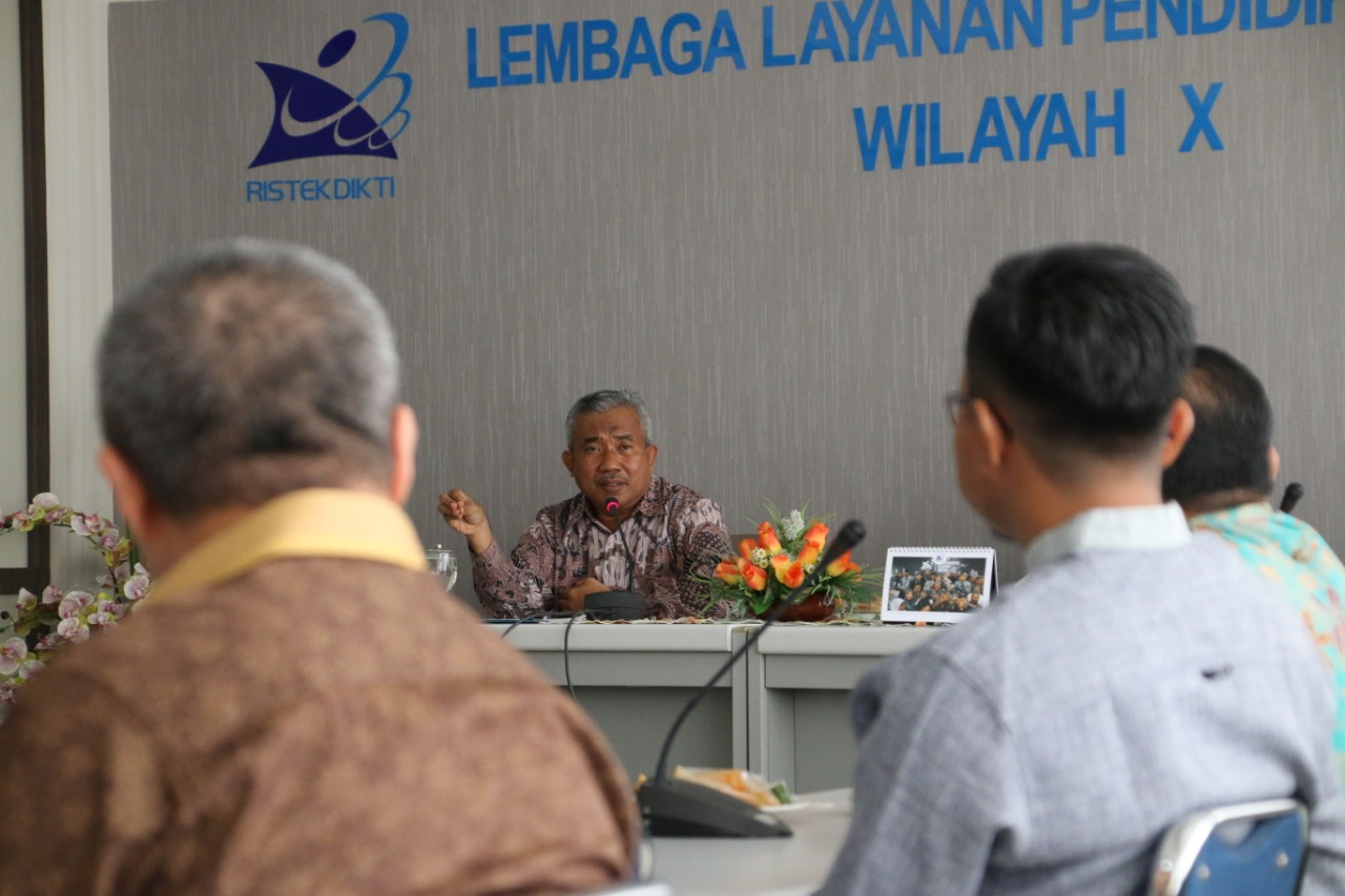 Kepala LL Dikti Prof Heri memberikan arahan pada pegawai LLDikti Wilayah X.