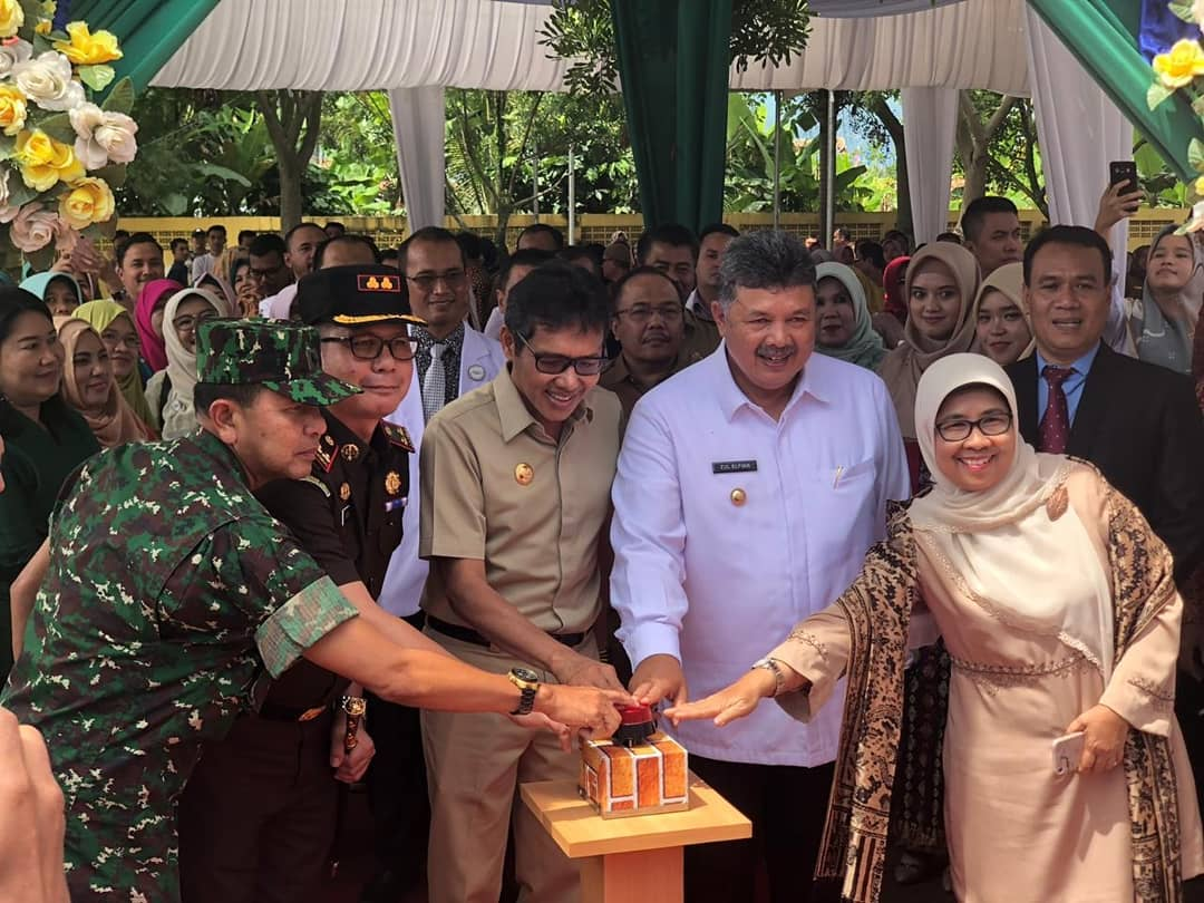 Gubernur Sumatera Barat Irwan Prayitno dan Walikota Solok Zul Elfian meresmikan pergantian nama RSUD Solok menjadi RSUD M Natsir, Selasa 22 Januari 2019. Foto : Putri Caprita