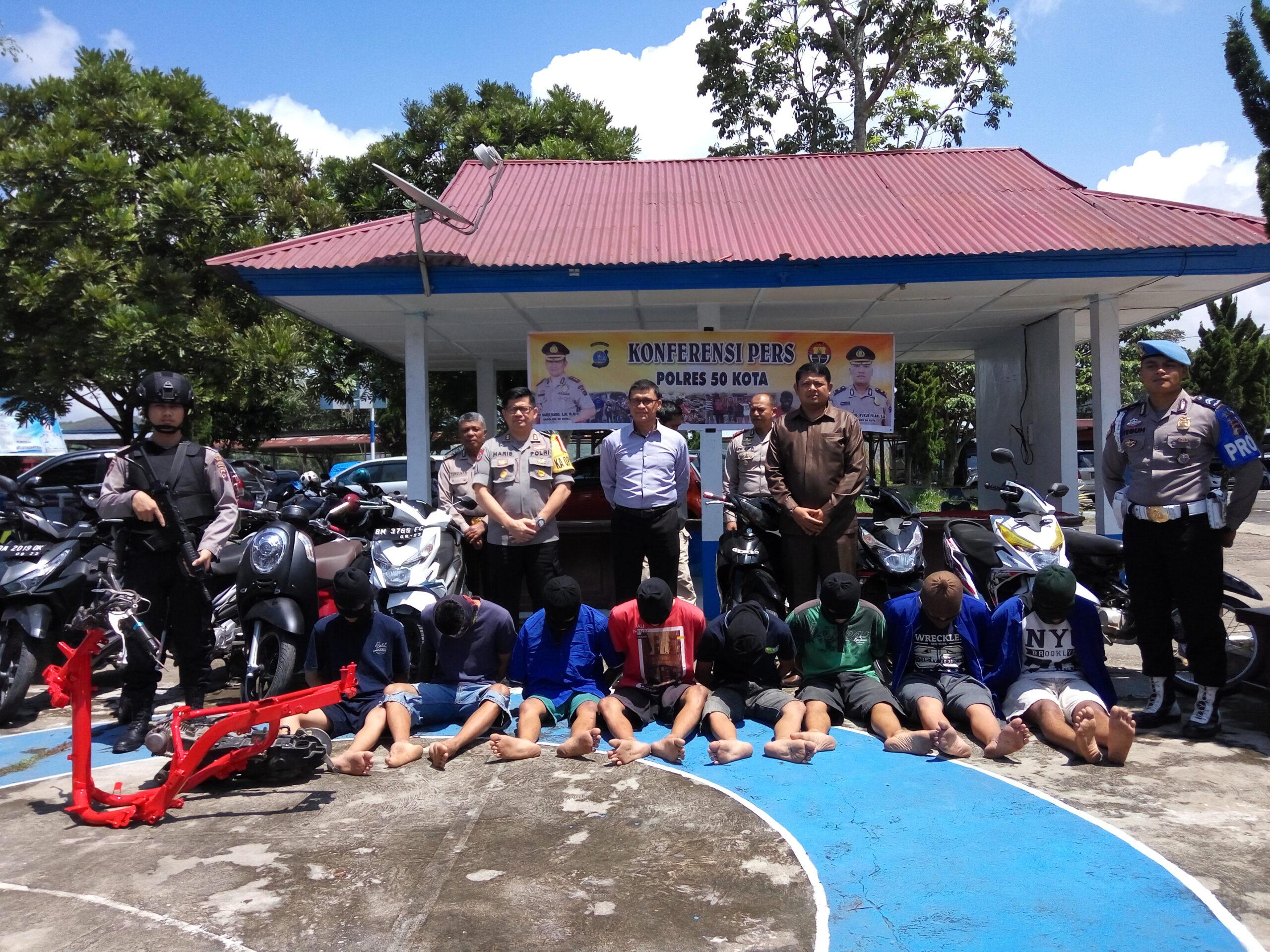 Para tersangka pencurian sepeda motor lintas provinsi di Limapuluh Kota, Sumatera Barat disertai barang bukti